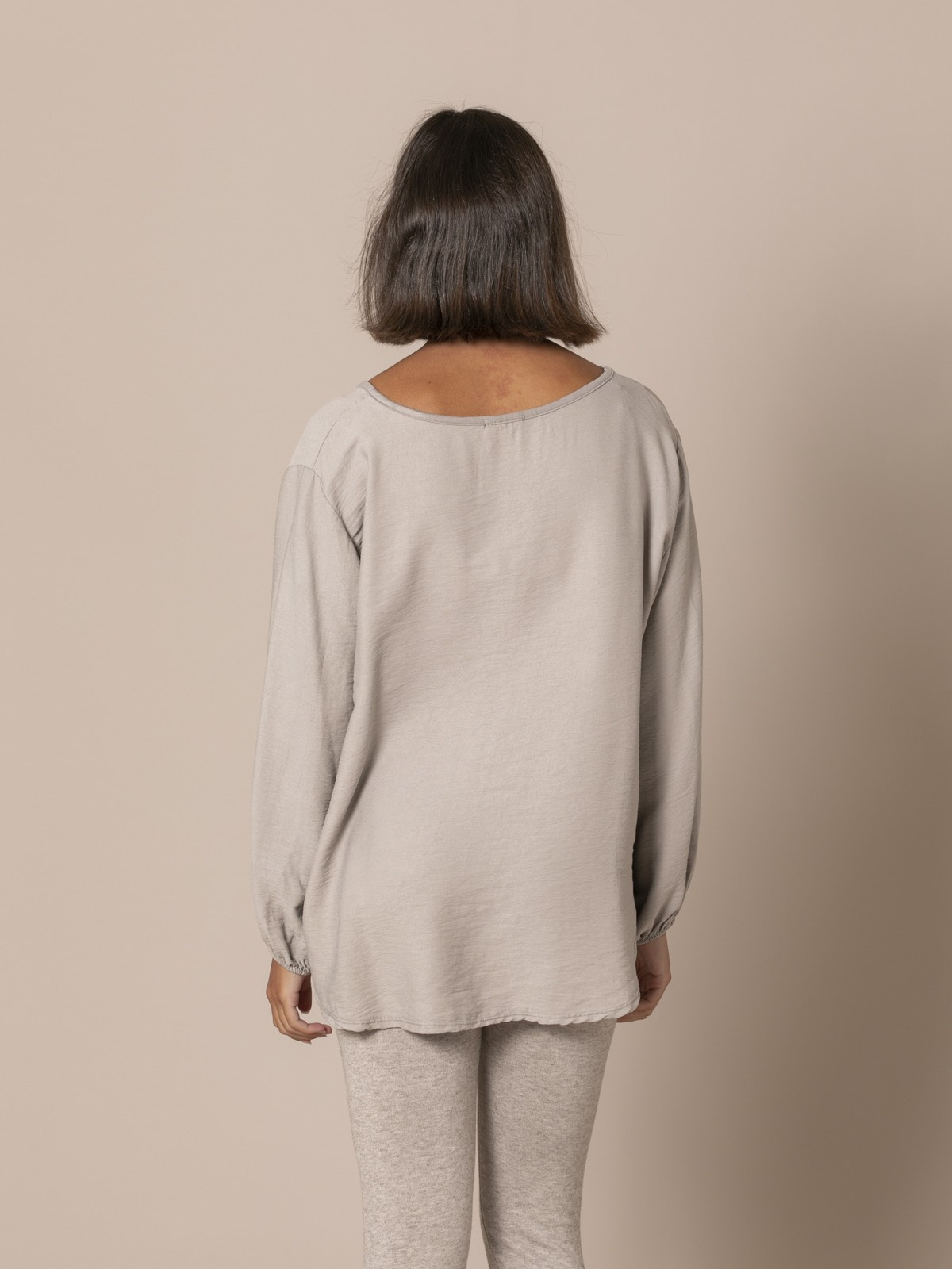 Woman Flowy blouse with elastic cuffs Stone