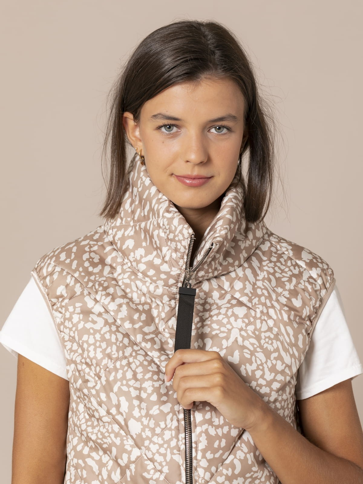 Woman Short quilted animal print vest Beige