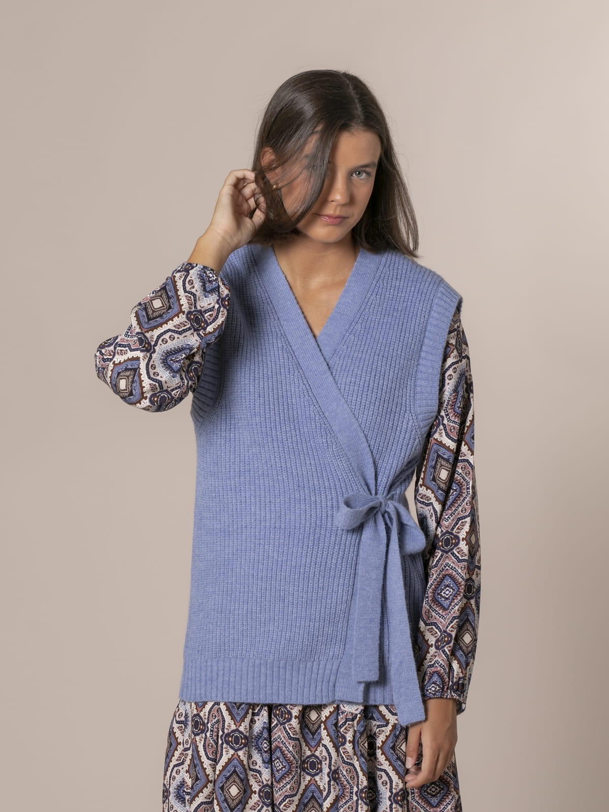 Woman Knotted crossover knit vest Blue