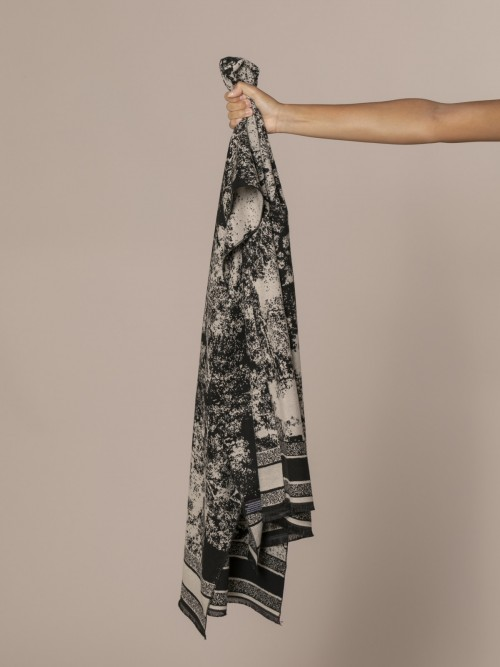 Woman Printed wool scarf Black