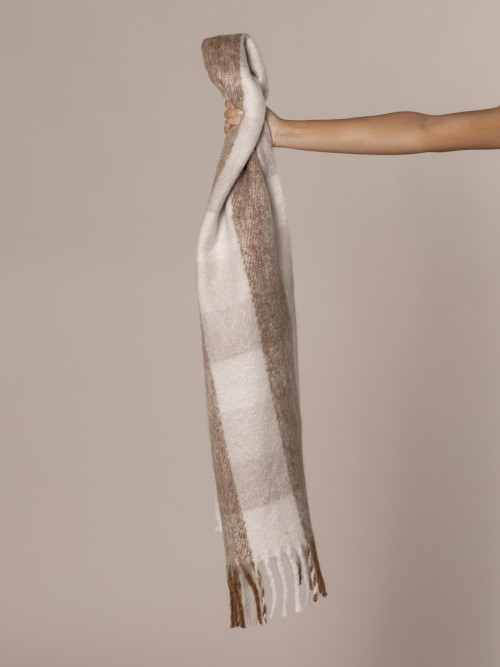 Woman Checked wool scarf Camel