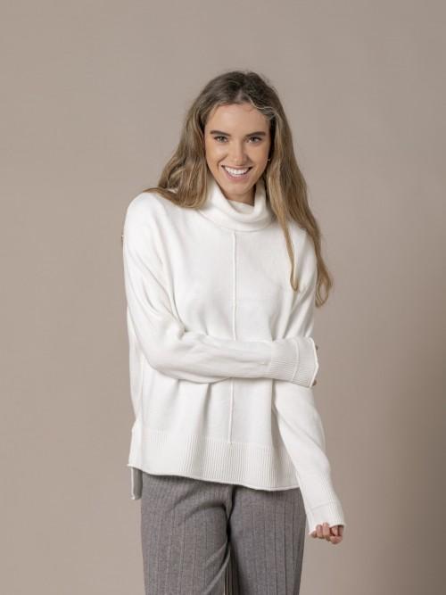 Woman Irregular low turtleneck knit sweater White