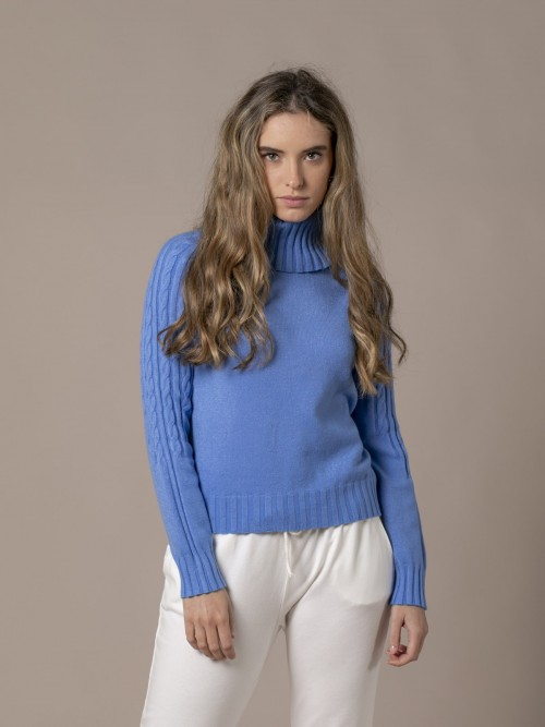 Woman Short sweater with turtleneck and special sleeves Blue