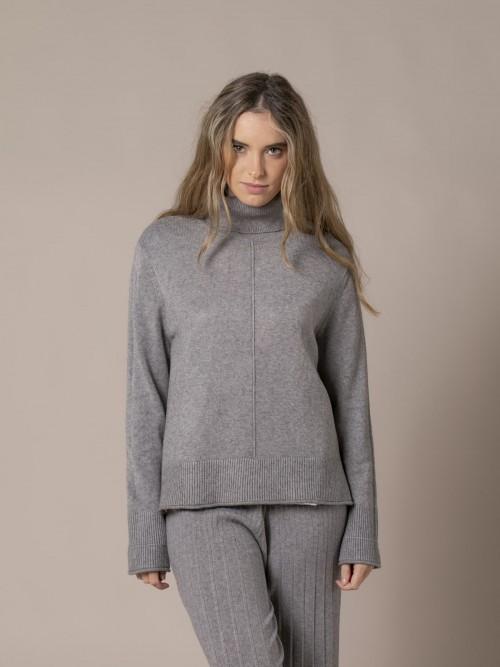 Woman Irregular low turtleneck knit sweater Grey