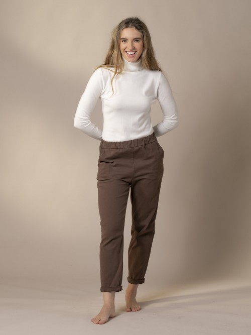 Woman Soft trousers Marrón